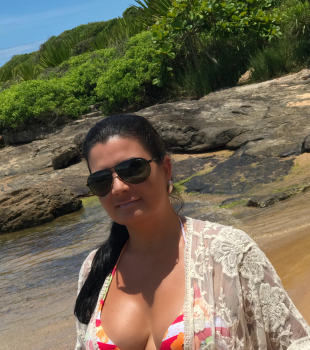 Na praia de Enseada Azul com Marisol