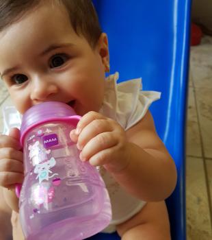 Quanto de água oferecer aos nossos pequenos por dia?