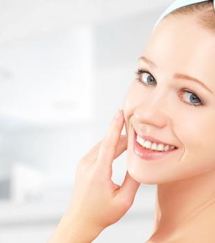 Removendo a maquiagem e hidratando a pele