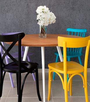 Decoração: cadeiras coloridas para sala