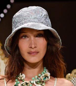 Os Buckets hats são tendência de moda em 2019